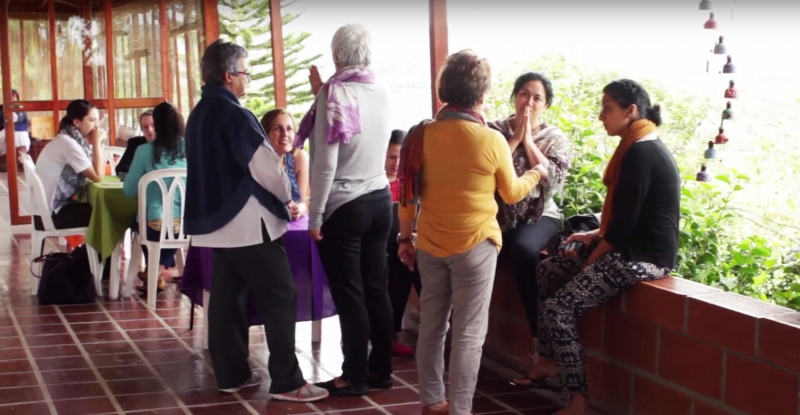 Colombian women mediators taking part in a dialogue.